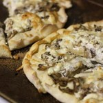 mini mushroom pizzas with goat cheese