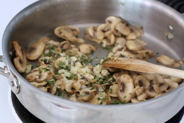 mushrooms with herbs
