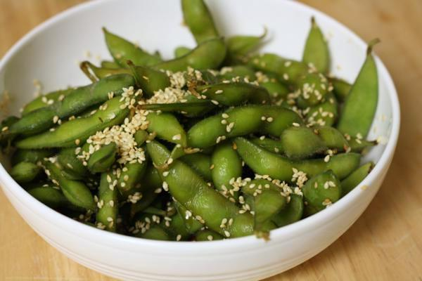 edamame with soy sauce and sesame seeds