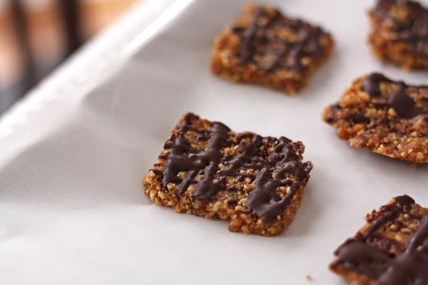 peanut date snack bars