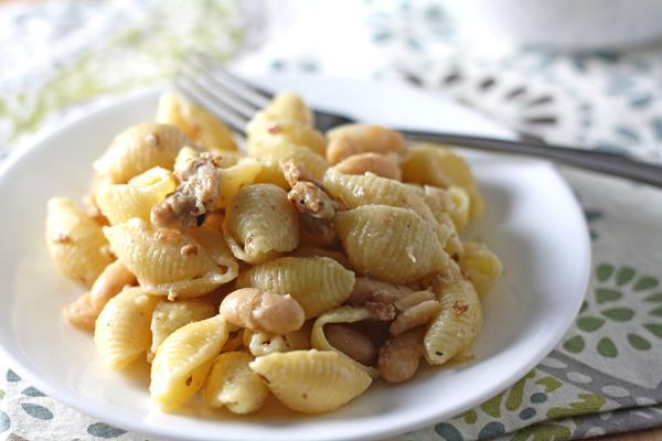 pasta with sausage and tuscan beans